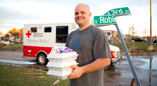 A man helps volunteer for the disaster relief.