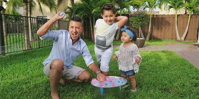 Jorge Bernal on Father's Day with kids in lawn