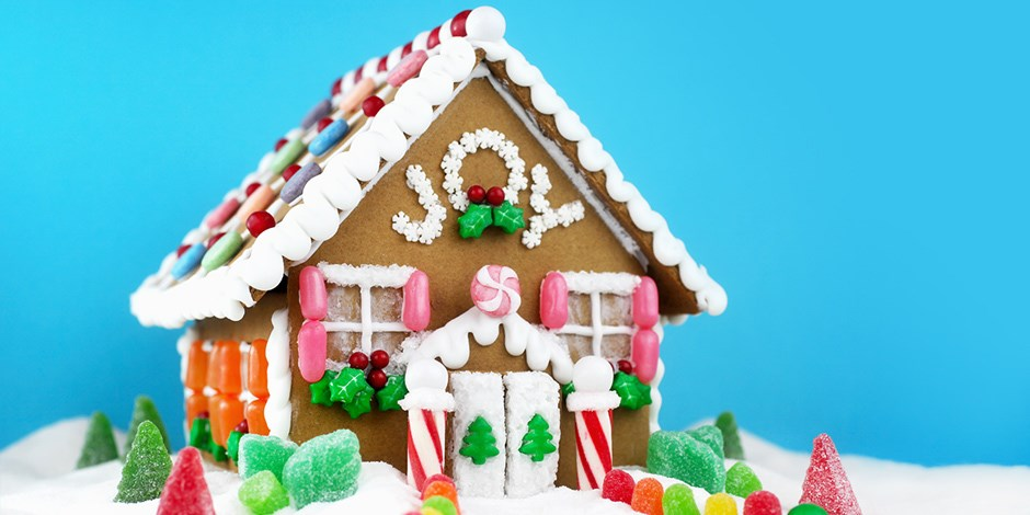 finished gingerbread house - Gingerbread Christmas Decorations Beautiful To Look