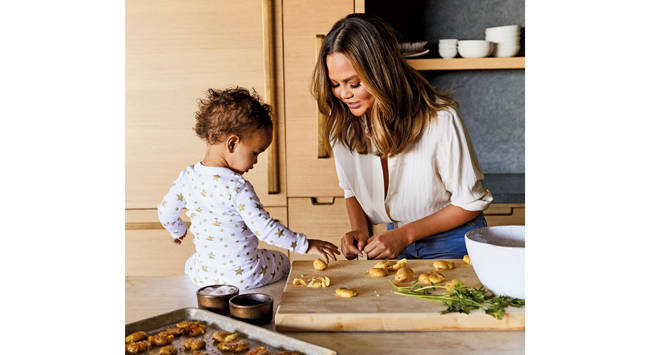 Chrissy cooks with her daugher