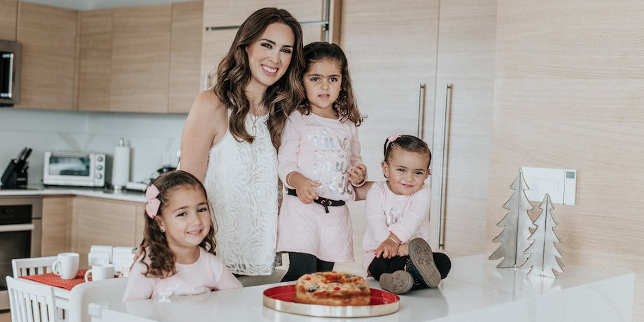 Jacky Bracamontes and her three daughters with the rosca de reyes