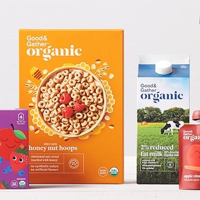 Uma variedade de produtos Good and Gather, de cereais e leite a bolsas de frutas e muito mais